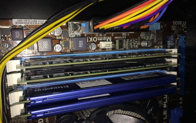 Nos 2 nouvelles barrettes de RAM installées